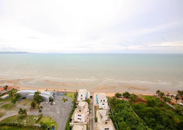 La Royale Beach condo with sea view
