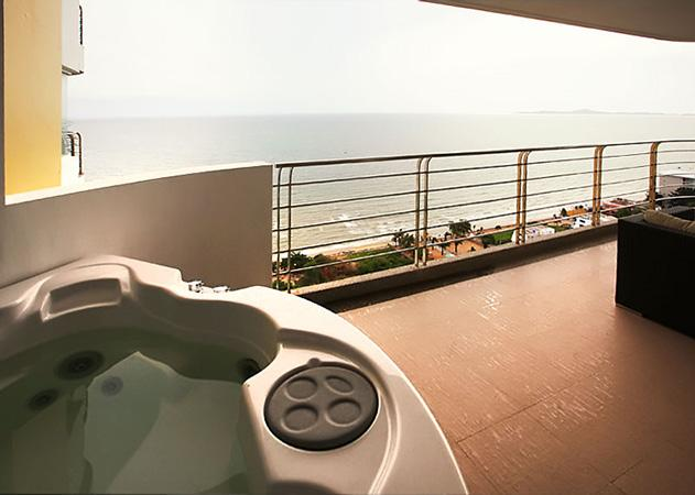 Jomtien condo - Private balcony Jacuzzi
